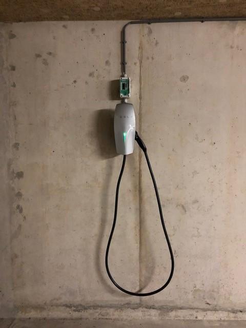 Laadpunt Elektrische Auto Met KWh-meter Voor Zakelijke Verrekening